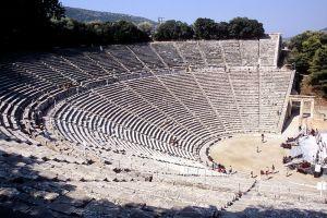 Teatro grego na forma de arena